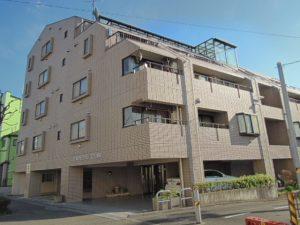 小田急線和泉多摩川駅徒歩2分、狛江市東和泉3丁目のオートロック付2DK賃貸マンション外観