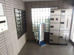 小田急線和泉多摩川駅徒歩2分、狛江市東和泉3丁目のオートロック付2DK賃貸マンション宅配ボックス